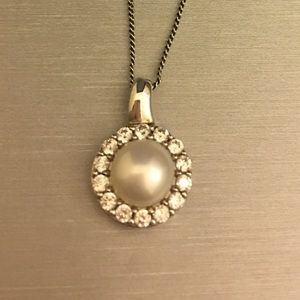 Pearl pendant necklace - sterling silver